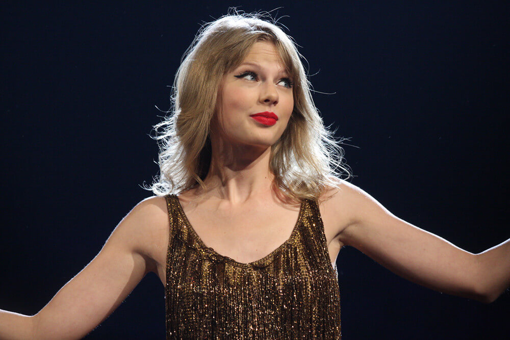 Taylor Swift has been reminding the world just how well she plays the social media game. How can women entrepreneurs create that kind of buzz for their biz? (Credit: Eva Rinaldi, Flickr)